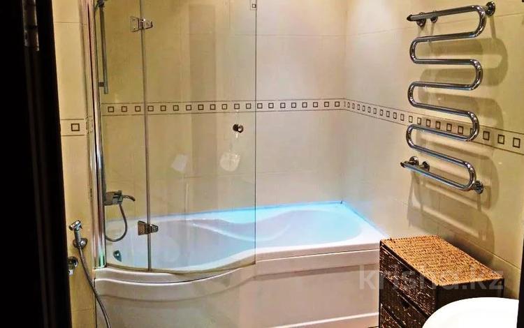 3-комнатная квартира, 120 м² помесячно, Достык 97 за 400 000 〒 в Алматы, Медеуский р-н