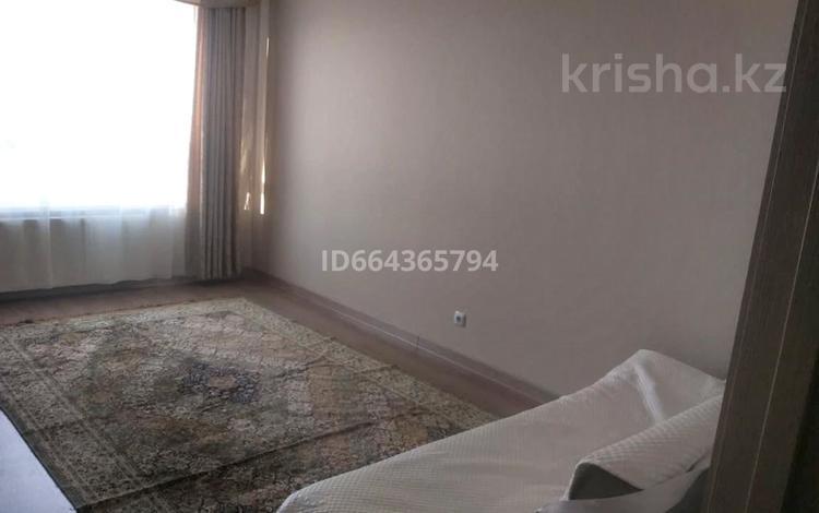 1-комнатная квартира, 37 м², 14/17 этаж, Бектурова 3-4 за 15.5 млн 〒 в Нур-Султане (Астана), Есиль р-н