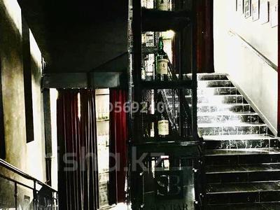 Здание, площадью 1350 м², Авангард-2, Авангард 45 — Владимирского за 550 млн 〒 в Атырау, Авангард-2 — фото 9