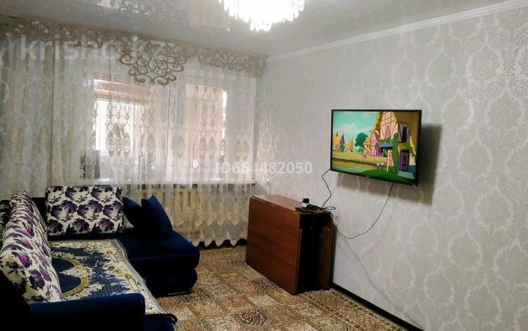 4-комнатная квартира, 68.2 м², 3/5 этаж, Каратау (2 микрорайон) 2 за 17 млн 〒 в Таразе
