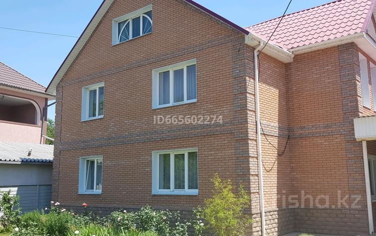 5-комнатный дом, 194 м², 11.4 сот., мкр Айгерим-1 28 — Молдагуловой за 82 млн 〒 в Алматы, Алатауский р-н
