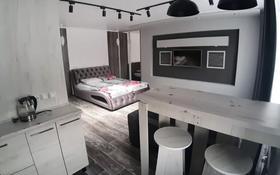 1-комнатная квартира, 35 м², 3/5 этаж по часам, Академика Сатпаева 47 — Каирбаева за 2 500 〒 в Павлодаре