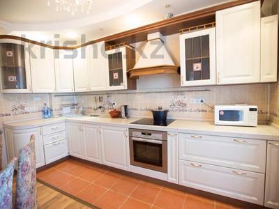 3-комнатная квартира, 90 м², 10/25 этаж посуточно, Каблукова 270 за 17 000 〒 в Алматы, Бостандыкский р-н