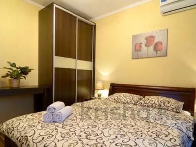 1-комнатная квартира, 57 м², 10/18 этаж посуточно, Солодовникова 21 за 8 000 〒 в Алматы, Бостандыкский р-н — фото 3
