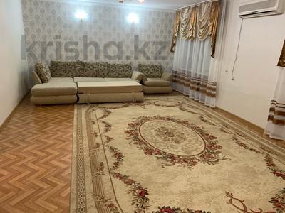 3-комнатная квартира, 89 м², 4/5 этаж посуточно, Азаттык 71 — Махамбета за 12 000 〒 в Атырау