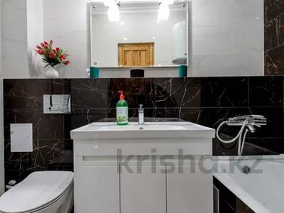 4-комнатная квартира, 110 м², 1 этаж помесячно, Иляева — Шаймерденова за 330 000 〒 в Шымкенте — фото 9