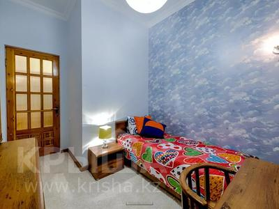 4-комнатная квартира, 110 м², 1 этаж помесячно, Иляева — Шаймерденова за 330 000 〒 в Шымкенте — фото 8
