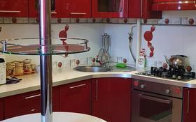 2-комнатная квартира, 70 м², 4/9 этаж посуточно, 5 мкр 9 за 10 000 〒 в Аксае