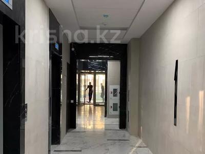 2-комнатная квартира, 65 м², 10/15 этаж помесячно, проспект Абая 109 — Манаса за 250 000 〒 в Алматы, Алмалинский р-н — фото 7