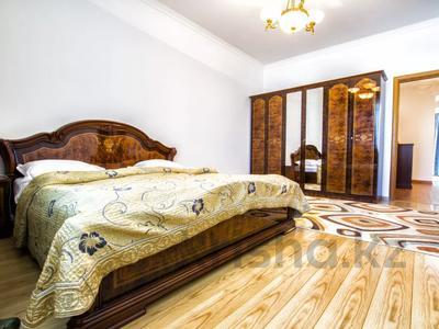 2-комнатная квартира, 80 м², 7/12 этаж посуточно, Ак мешит — Алматы за 11 000 〒 в Нур-Султане (Астане), Есильский р-н