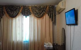 2-комнатная квартира, 60 м², 1/5 этаж по часам, Азаттык 46а за 1 000 〒 в Атырау