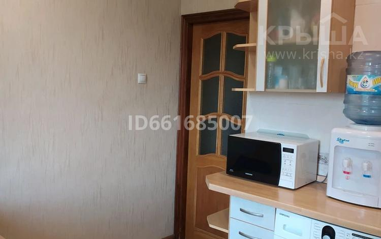 4-комнатная квартира, 80 м², 4/5 этаж, мкр Аксай-4 за 35 млн 〒 в Алматы, Ауэзовский р-н