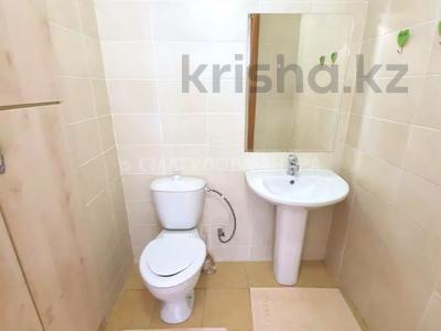 4-комнатная квартира, 140 м² помесячно, Шокана Валиханова 12 за 200 000 〒 в Нур-Султане (Астана) — фото 17