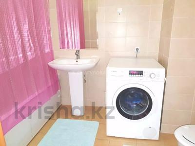 4-комнатная квартира, 140 м² помесячно, Шокана Валиханова 12 за 200 000 〒 в Нур-Султане (Астана) — фото 19