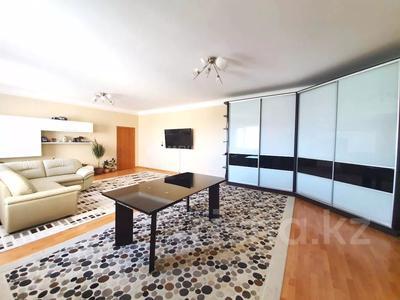 4-комнатная квартира, 140 м² помесячно, Шокана Валиханова 12 за 200 000 〒 в Нур-Султане (Астана)