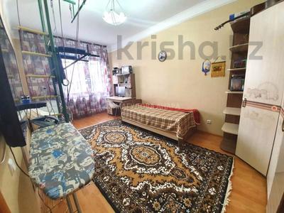 4-комнатная квартира, 140 м² помесячно, Шокана Валиханова 12 за 200 000 〒 в Нур-Султане (Астана) — фото 13