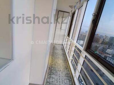 4-комнатная квартира, 140 м² помесячно, Шокана Валиханова 12 за 200 000 〒 в Нур-Султане (Астана) — фото 22