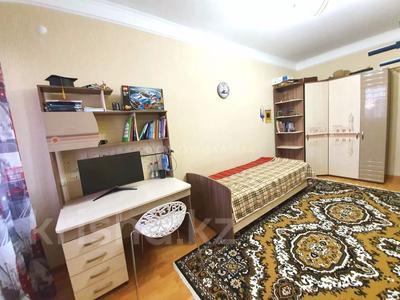4-комнатная квартира, 140 м² помесячно, Шокана Валиханова 12 за 200 000 〒 в Нур-Султане (Астана) — фото 14