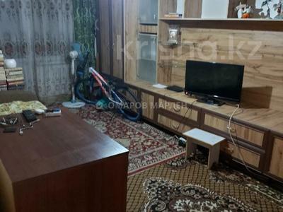 2-комнатная квартира, 43 м², 3/5 этаж, мкр Аксай-2 — Толе Би за 20 млн 〒 в Алматы, Ауэзовский р-н