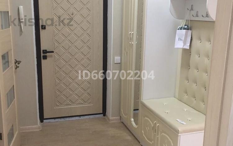 2-комнатная квартира, 60 м², 3/8 этаж, Кабанбай батыра 58Б — Сауран за 28 млн 〒 в Нур-Султане (Астана), Есиль р-н