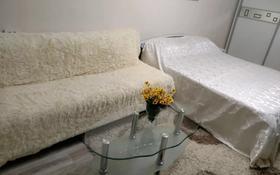 1-комнатная квартира, 40 м² посуточно, Желтоксан — Жибек Жолы за 5 000 〒 в Алматы, Алмалинский р-н