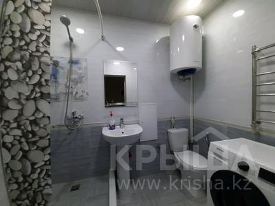 2-комнатная квартира, 69 м², 1/5 этаж посуточно, проспект Абая 159 за 10 000 〒 в Таразе — фото 14