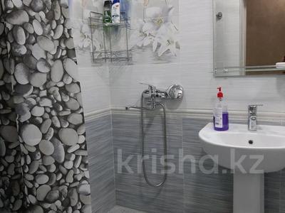 2-комнатная квартира, 69 м², 1/5 этаж посуточно, проспект Абая 159 за 10 000 〒 в Таразе — фото 16