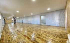 Помещение площадью 200 м², Амандосова 53а — проспект Байбарыса за 2 500 〒 в Атырау