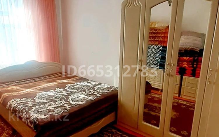 7-комнатный дом, 200 м², 10 сот., Айбергенова 10 за 12 млн 〒 в Асыкате