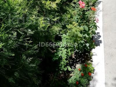 6-комнатный дом, 400 м², 14 сот., Железнодорожная 12 — Менделеева за 25 млн 〒 в Таразе