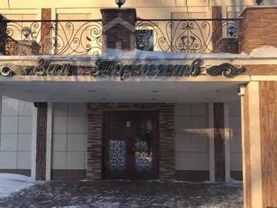 Здание, площадью 1000 м², Али Молдагулова 9/1 за 160 млн 〒 в Уральске — фото 2