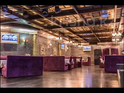 Здание, площадью 1000 м², Али Молдагулова 9/1 за 160 млн 〒 в Уральске — фото 9