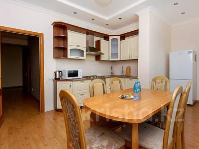 3-комнатная квартира, 120 м², 37 этаж посуточно, Достык 5/1 за 18 000 〒 в Нур-Султане (Астана), Есиль р-н — фото 11