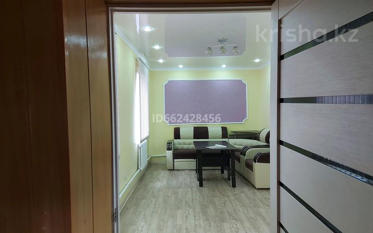 3-комнатный дом, 65 м², 5 сот., мкр Городской Аэропорт, Мкр Городской Аэропорт за 11 млн 〒 в Караганде, Казыбек би р-н
