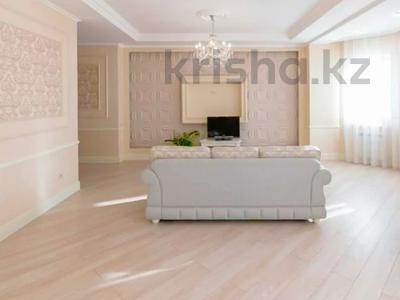 4-комнатная квартира, 200 м², 4/8 этаж помесячно, Кайыма Мухамедханова 7 за 1.1 млн 〒 в Нур-Султане (Астане), Есильский р-н
