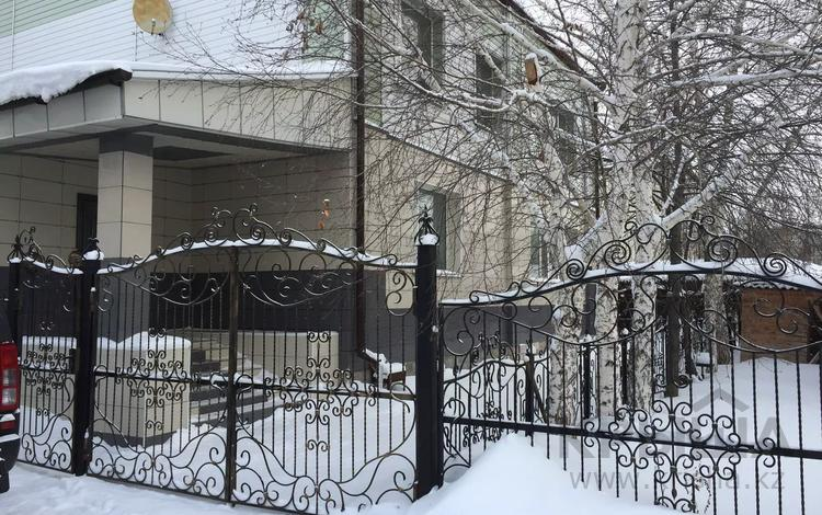 5-комнатная квартира, 300 м², 1/2 этаж, Мира 282 за 80 млн 〒 в Петропавловске