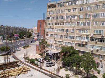 2-комнатная квартира, 54 м², 5/9 этаж, 6-й мкр 38 за 8.9 млн 〒 в Актау, 6-й мкр — фото 17