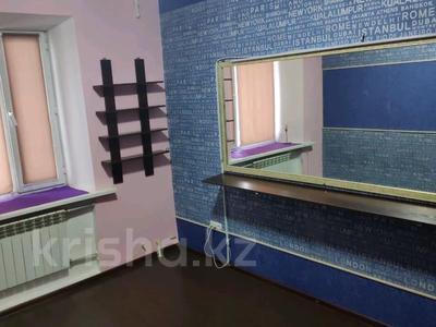 3-комнатная квартира, 85 м², 1/2 этаж, Жамбыла — Поспелова за 15 млн 〒 в Караганде, Казыбек би р-н — фото 9