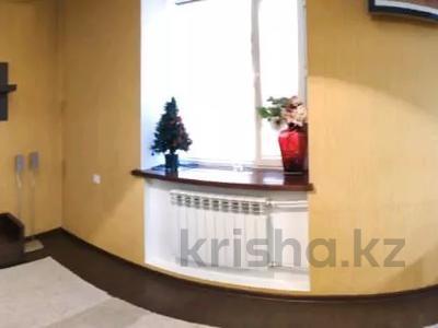3-комнатная квартира, 85 м², 1/2 этаж, Жамбыла — Поспелова за 15 млн 〒 в Караганде, Казыбек би р-н — фото 21