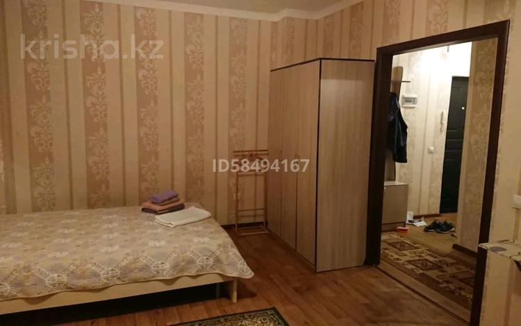 1-комнатная квартира, 40 м² посуточно, Мәңгілік Ел 19 — Алматы за 8 000 〒 в Нур-Султане (Астана), Есиль р-н