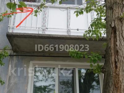 3-комнатная квартира, 53 м², 2/5 этаж помесячно, Мкр Юность 19 за 60 000 〒 в Семее