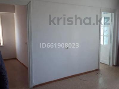 3-комнатная квартира, 53 м², 2/5 этаж помесячно, Мкр Юность 19 за 60 000 〒 в Семее — фото 2
