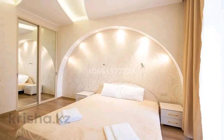 2-комнатная квартира, 77 м², 14/14 этаж посуточно, Сарайшык 7 — Акмешит за 12 000 〒 в Нур-Султане (Астана), Есиль р-н
