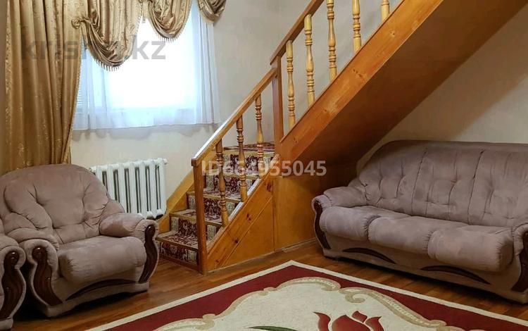 8-комнатный дом, 250 м², 5 сот., мкр. Алмагуль 70 — Аманшина за 40 млн 〒 в Атырау, мкр. Алмагуль