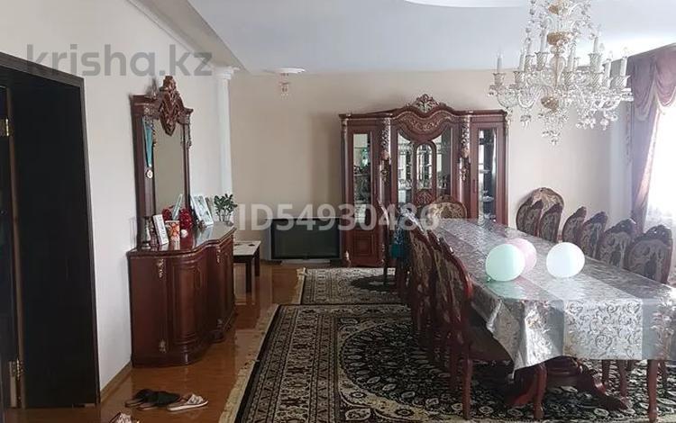 5-комнатный дом, 360 м², 11 сот., Мкр. Сельмаш 39 за 47 млн 〒 в Актобе
