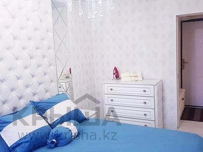 2-комнатная квартира, 65 м², 3/5 этаж посуточно, Туркестанская улица 2/3 — Бауыржан момышулы за 12 000 〒 в Шымкенте, Аль-Фарабийский р-н