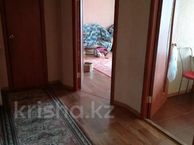 2-комнатная квартира, 60 м², 3/6 этаж, Мкр Болашак 129в — Болашак за ~ 10 млн 〒 в Актобе — фото 4