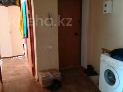 2-комнатная квартира, 60 м², 3/6 этаж, Мкр Болашак 129в — Болашак за ~ 10 млн 〒 в Актобе — фото 6