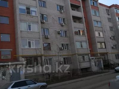 2-комнатная квартира, 60 м², 3/6 этаж, Мкр Болашак 129в — Болашак за ~ 10 млн 〒 в Актобе — фото 8