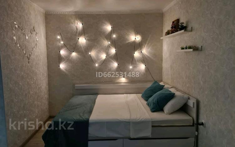 1-комнатная квартира, 37 м², 3/5 этаж посуточно, проспект Нурсултана Назарбаева — Батурина за 10 000 〒 в Уральске